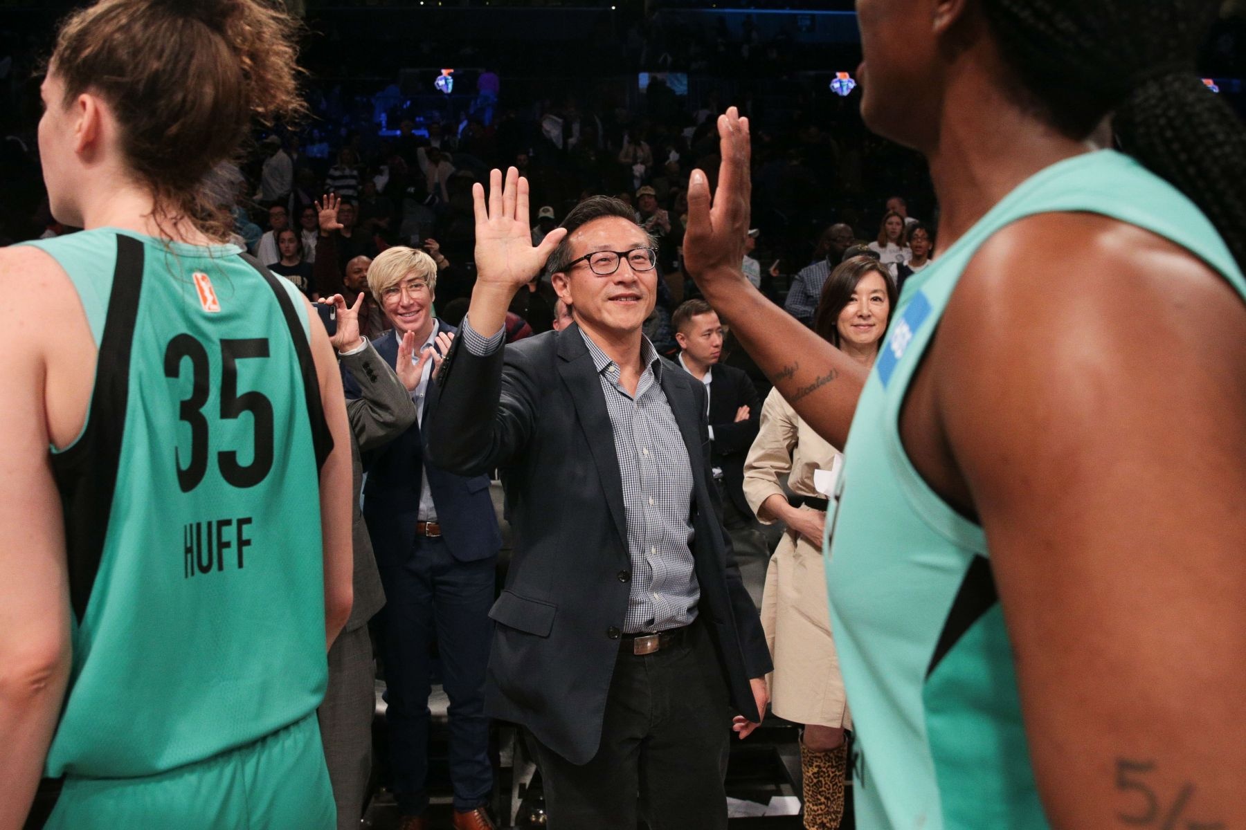 捐呼吸器、口罩助美抗疫!NBA球賽持續停擺 蔡崇信首曝心聲