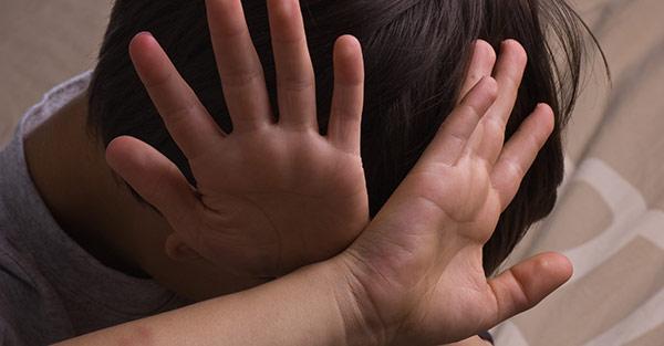 關於兒虐我們該知道的事...10個施虐者有1個就是小爸媽
