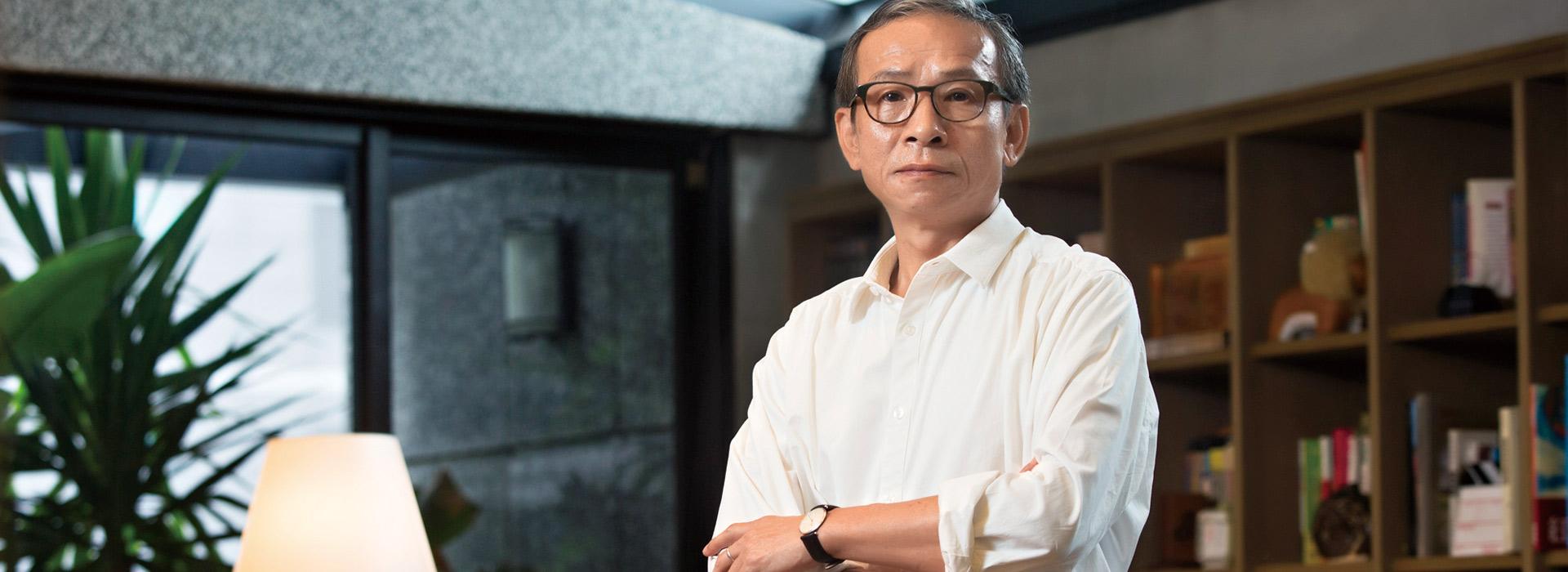 不願選舉假消息持續發酵 吳念真親上火線直播:台灣真的很小,禁不起分裂