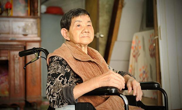【我沒有家】一個便當是一天餐...78歲嬤獨居5坪倉庫僅能「坐著睡」