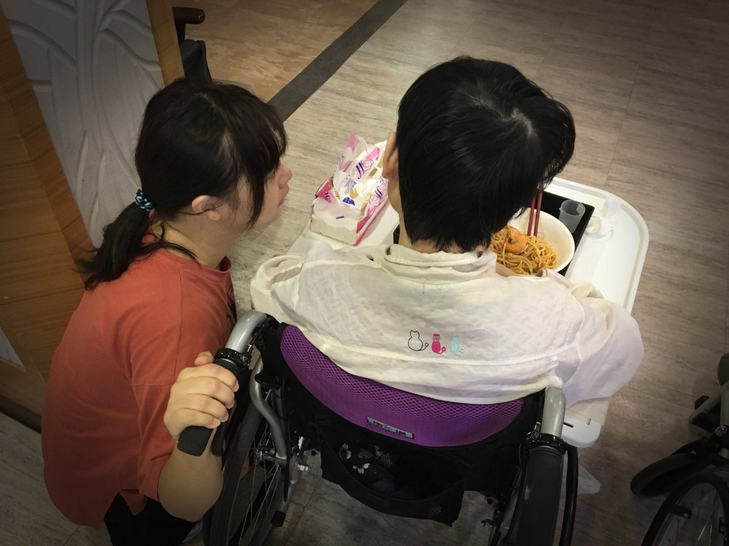 【我們這一家】母妹患怪病 輟學少女獨扛一家生計:「我只怕自己也倒下」