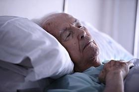長輩失能,該請看護照顧還是送長照機構、安養中心?痛苦的兩難,我該如何面對家人老化?