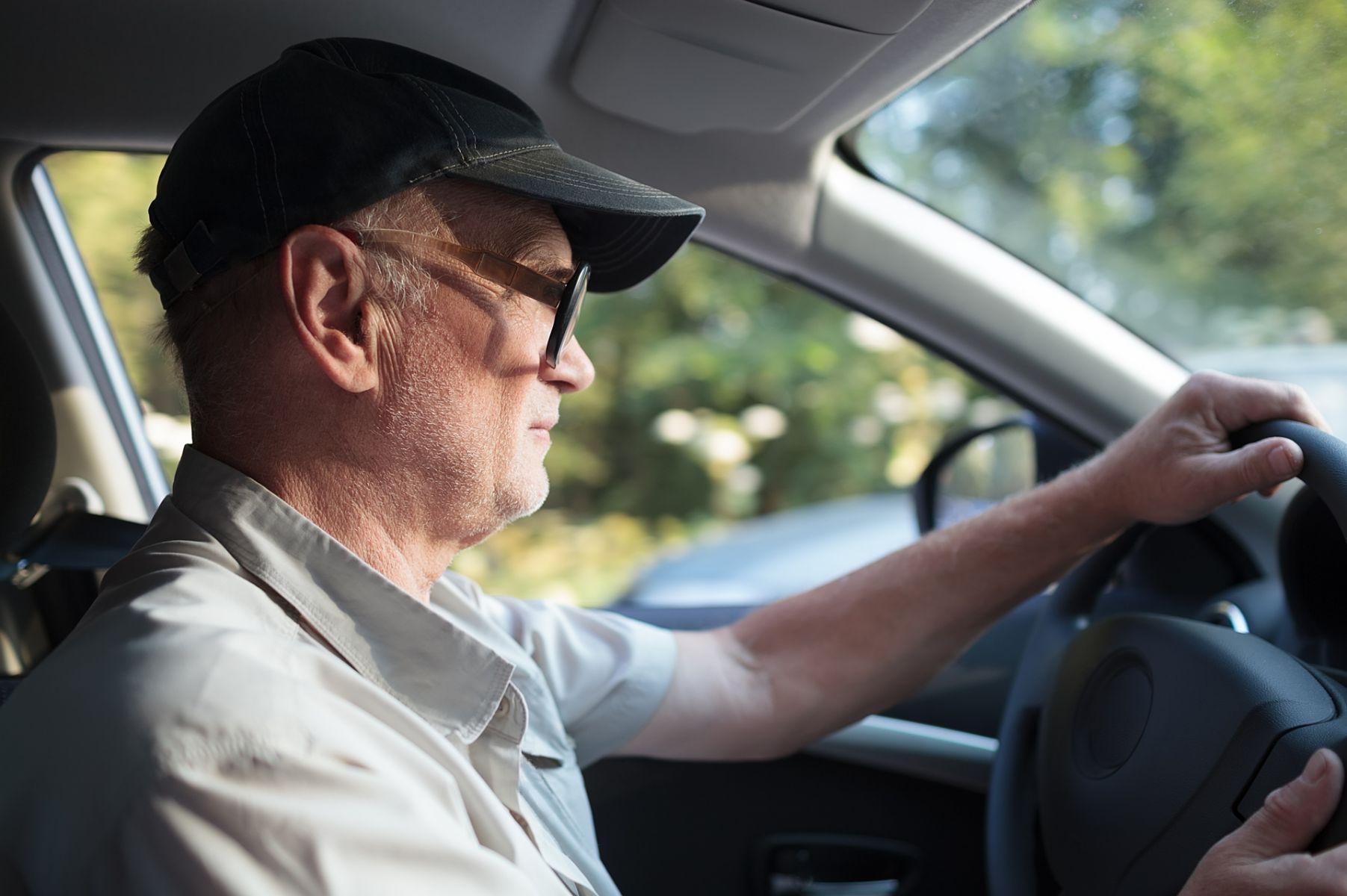 提心吊膽!為何長輩一直堅持要開車?