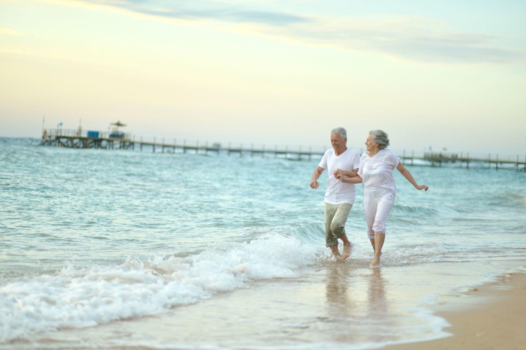 病了、老了就不能享受自由?她照樣帶失智丈夫上路旅行!