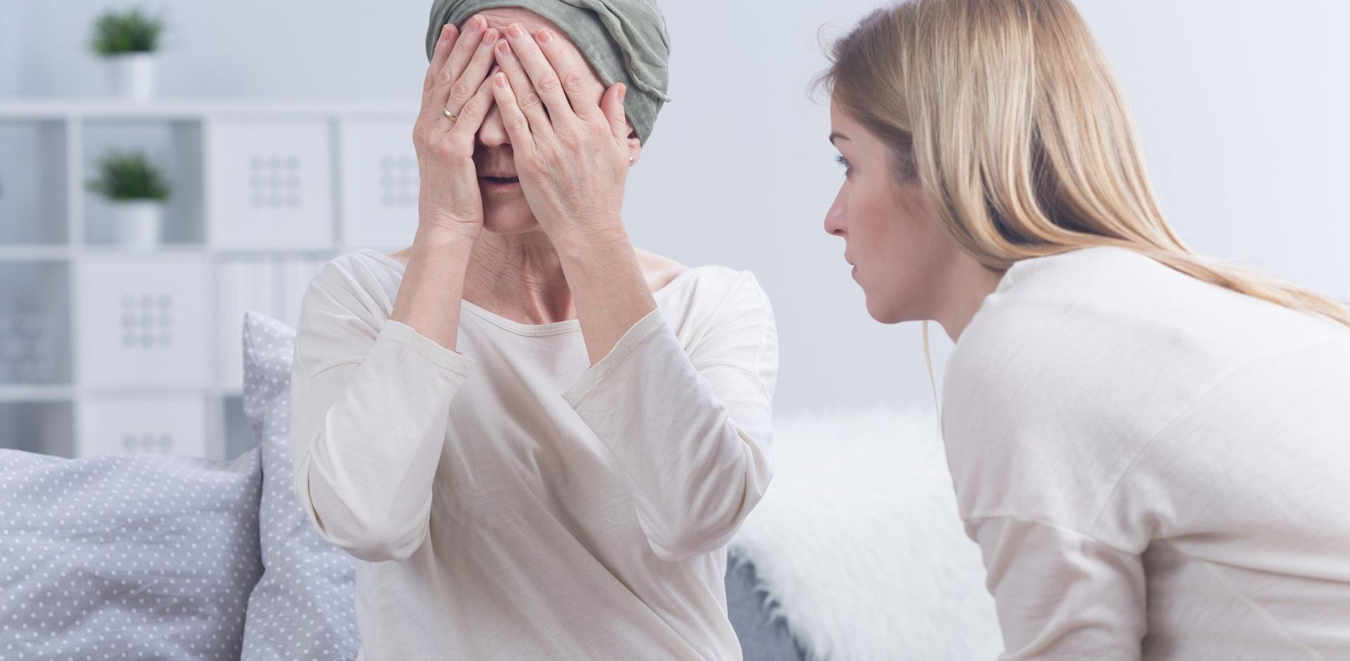 一聽到孩子要離開就生病!該怎麼應對「依賴型父母」?