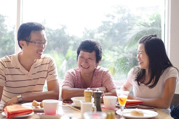 黃越綏談婆媳學問》一起出門吃飯,該由長輩付錢嗎?