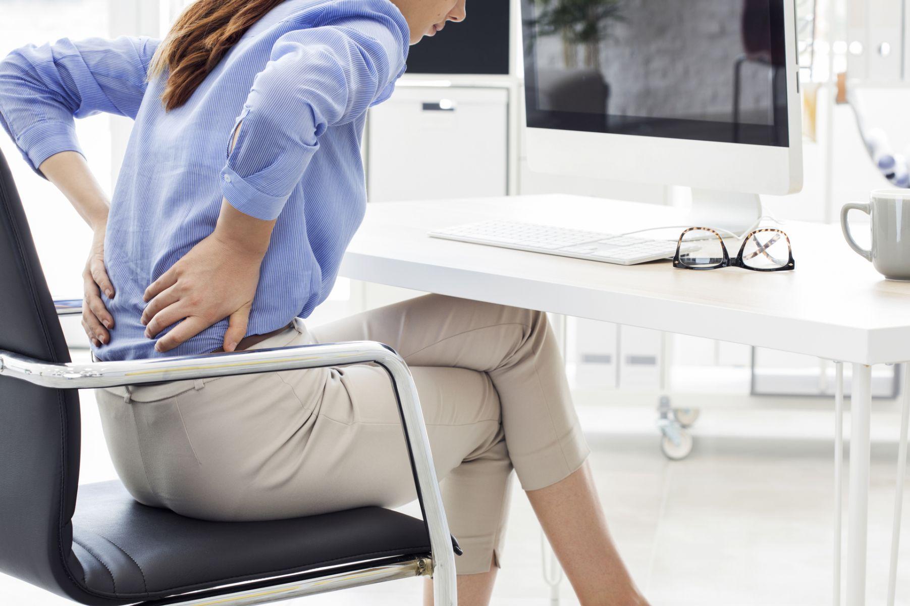 上班族久坐不動 背部疼痛才知慘了