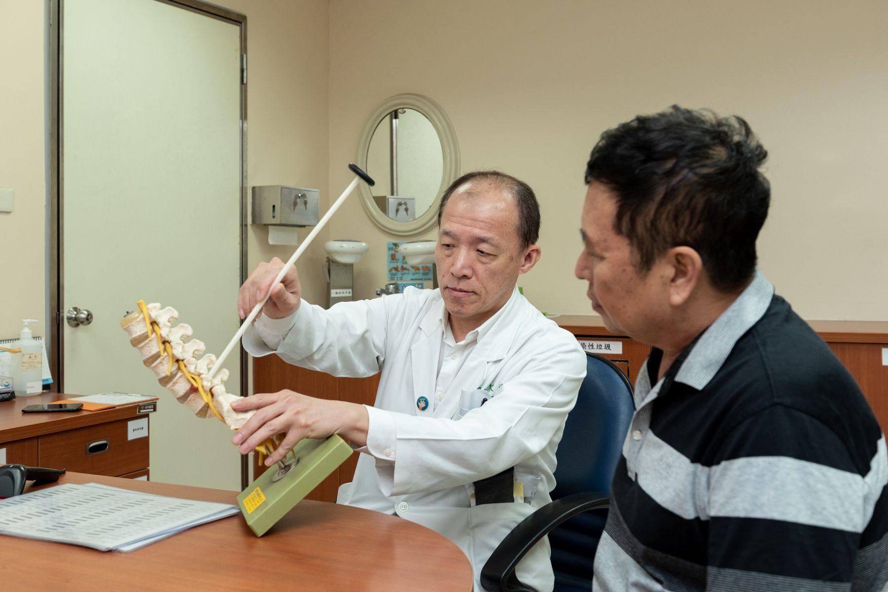 站不久、走不遠!85歲爺爺患腰椎骨刺 術後又可趴趴走