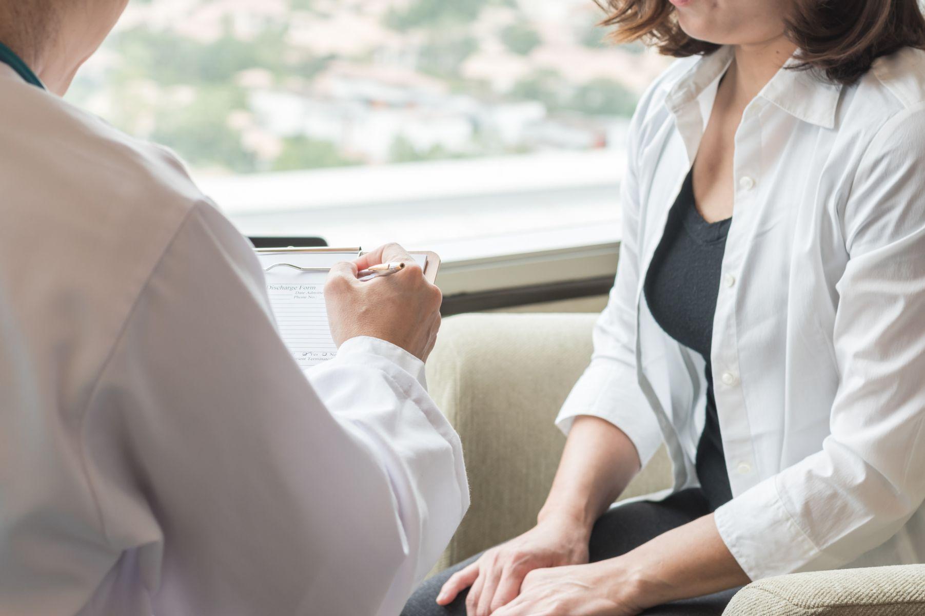 以為更年期才亂經,不料竟是子宮內膜癌三期!出現不正常陰道出血、月經期拉長快就醫!