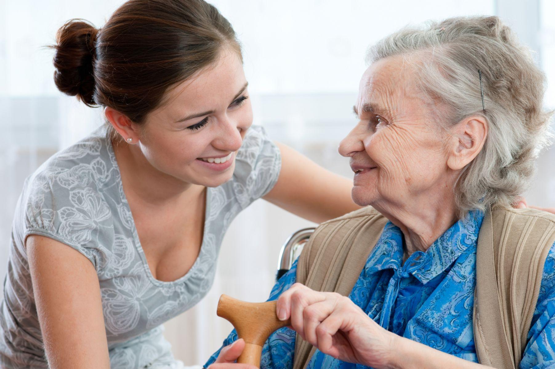 安心長照指南:如何判斷家人適不適合居家照護?