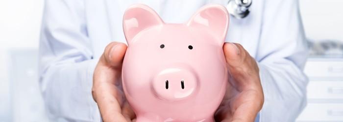 投保防癌險應該靈活搭配,「一次給付型」只要確診為初次罹癌,即可一次整筆領回理賠金彈性運用;「多項給付型」其理賠金可以作為罹癌後「長期抗戰」所需的生活及醫療費用支出。