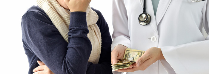 專家提醒,早期的防癌險部份保單不含化療、放療的給付。現在的防癌險為了讓民眾更有選擇性,不但加碼還本,保障範圍也擴及因其他疾病身故及意外身故或全殘的保障,讓防癌險保單更具有功能性。