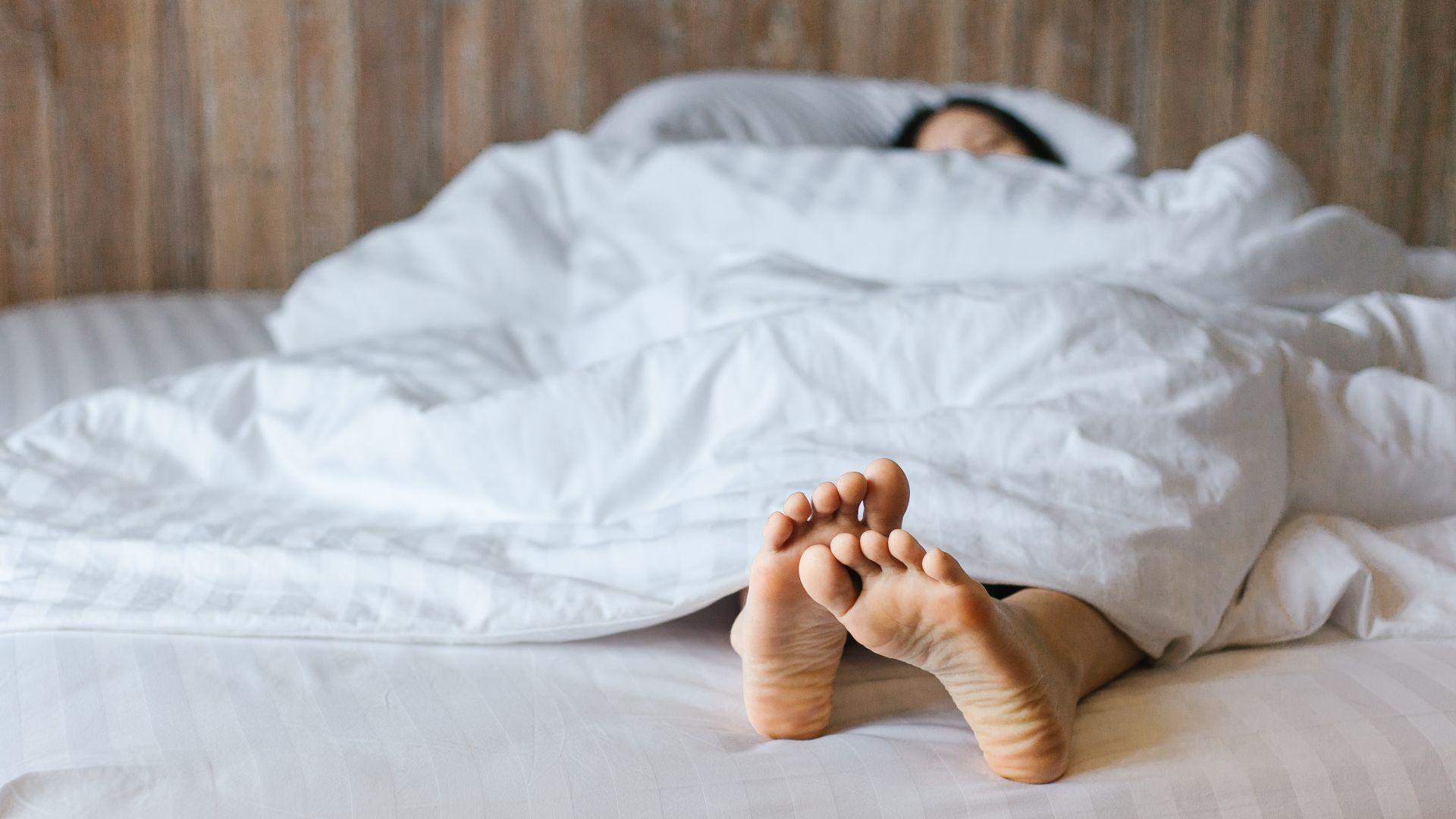 睡夢中會不自覺抖腳?「不寧腿」死亡風險比一般人高40%