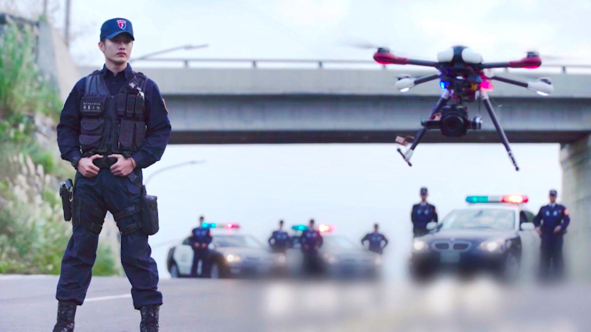 由工研院與內政部警政署合作研發的無人機空中警車,協助指揮官即時掌握現場的人流與車流。