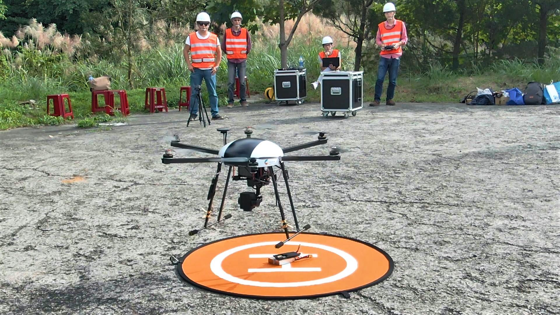 「電信操控無人機隊解決方案」於基隆偏郊山區,進行巡查工作。