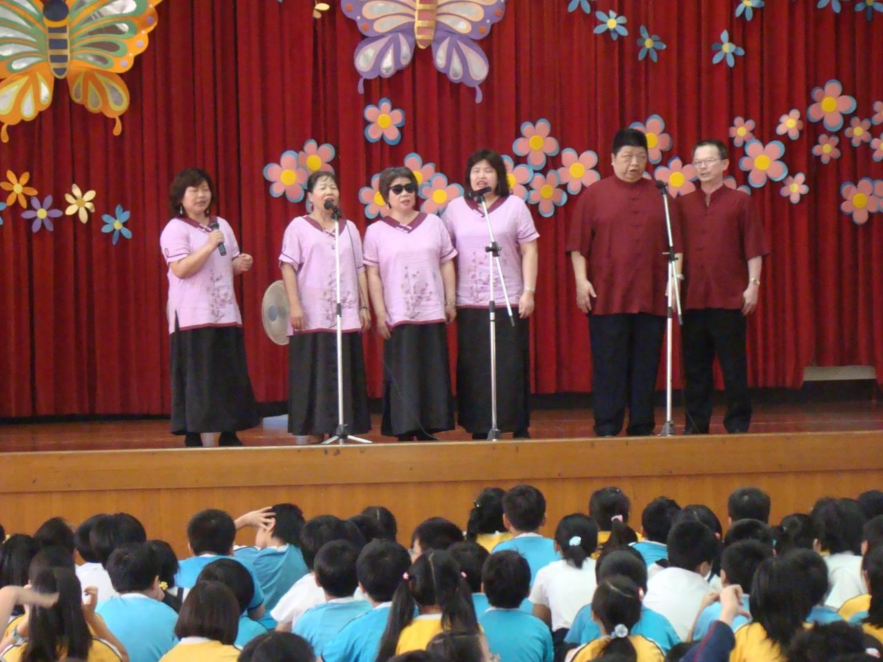 台南市愛樂視障合唱團如今以巡迴台灣偏鄉小學為主