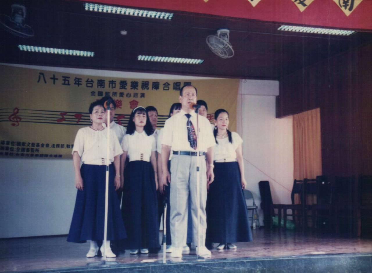 黃南海帶領台南市愛樂視障合唱團至全國監所愛心巡迴演出
