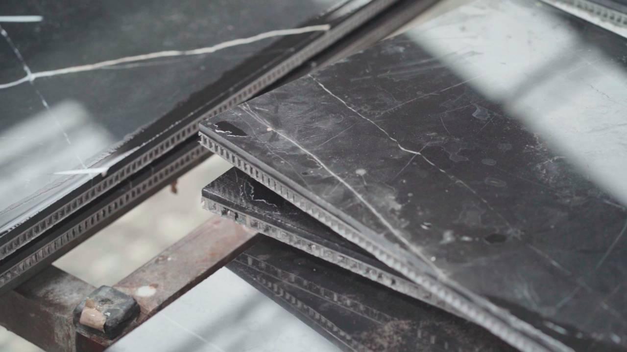 王徙與石材中心(前石資中心)以FRP(玻璃纖維強化塑膠,俗稱蜂巢背襯材)搭配石材薄片,做出「超輕複合石材」。