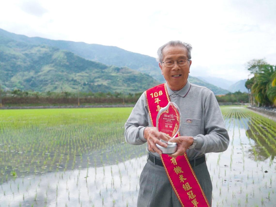 新台灣之光! 88歲阿伯種有機米獲日本金賞 連專家都驚嘆!