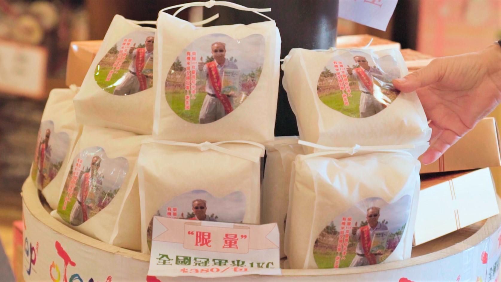 謝美國的限量全國冠軍米於池上鄉農會販售,1公斤賣380元。