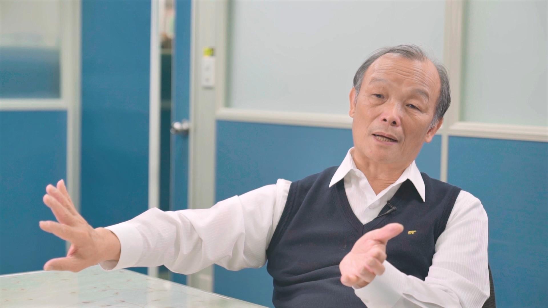 台灣紡織界權威老將、經濟部工業局民生化工組組長洪輝嵩