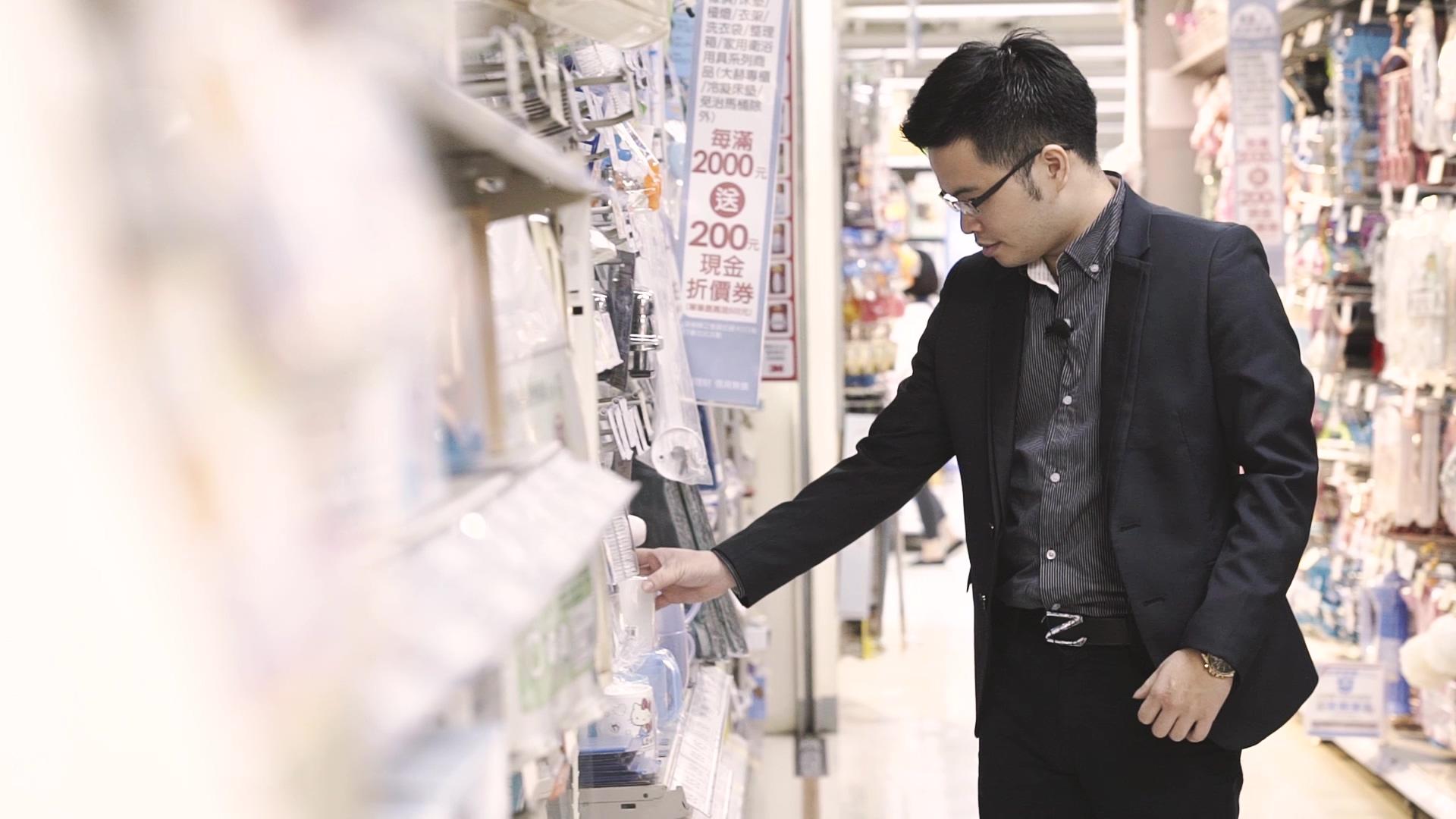 阿格力表示,以前購物時覺得荷包縮小,現在會意識到是在投資自己所持有的公司,進而增加購物樂趣。