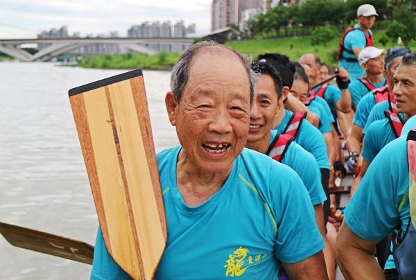 93歲騎單車、玩三鐵,還要挑戰龍舟賽!不老選手的養生秘訣
