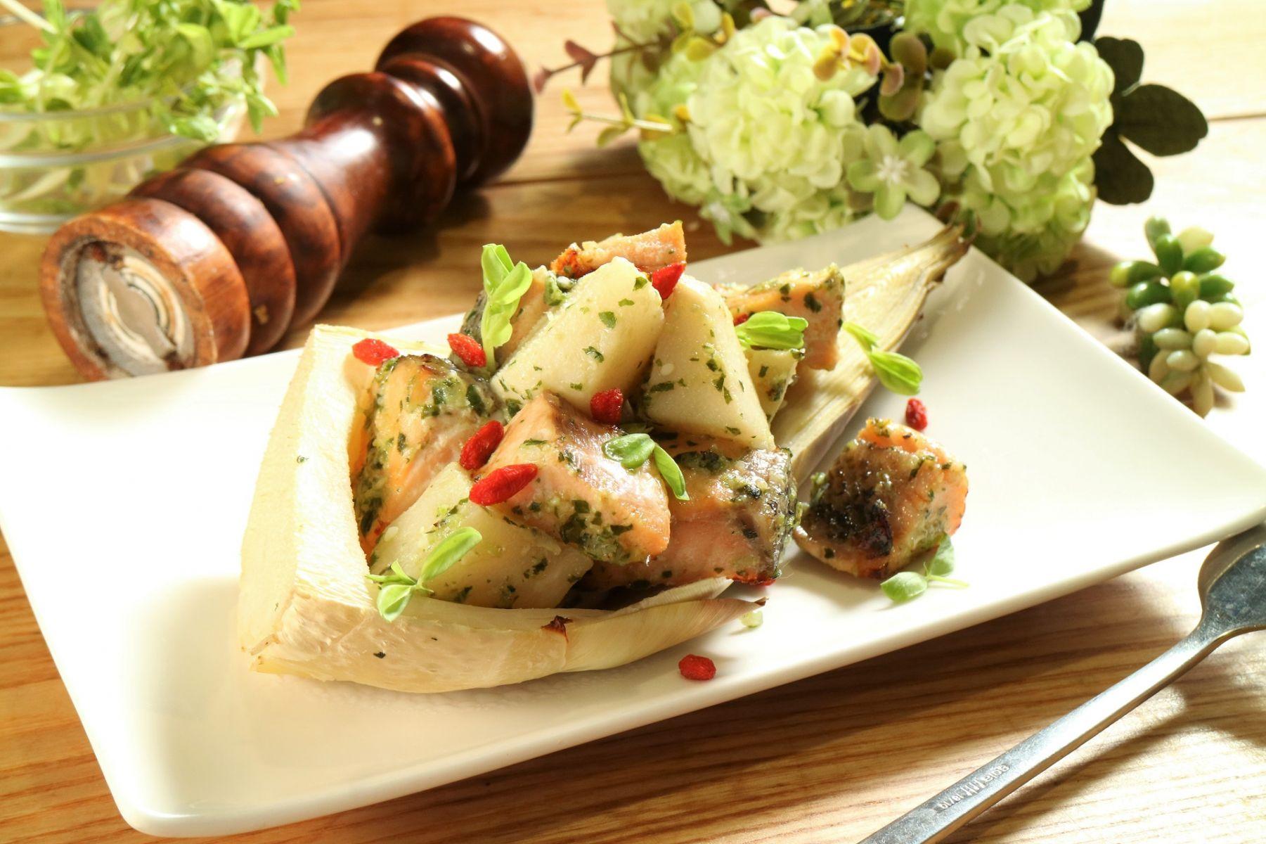 簡單端出大廚菜!少油高纖的「鮭魚羅勒鹽麴竹筍匯」