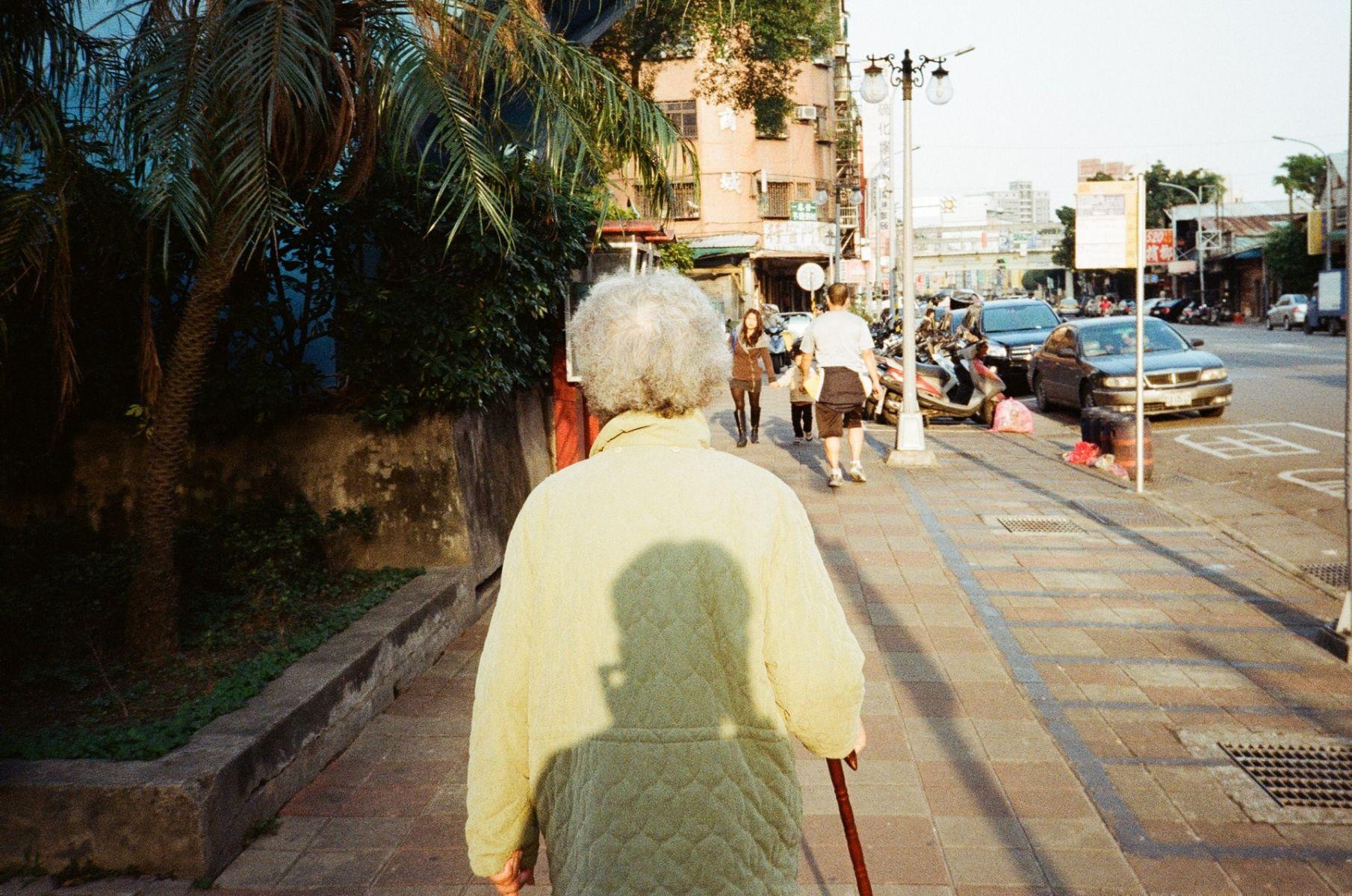 專訪/「妳看我長大,我送妳離開」 金孫用相機與日記陪奶奶到最後