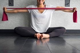 專題/坐著也可以運動!醫師教你彈力帶四招固肌力、緩退化