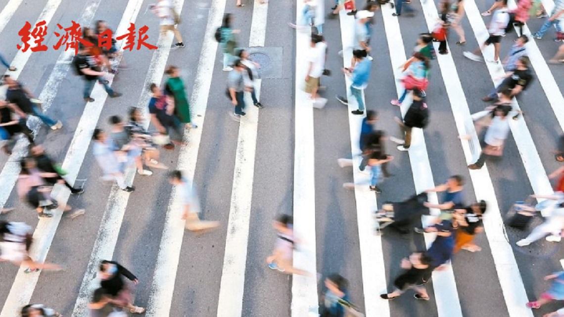 新冠肺炎大流行 為何日本人還是出門上班?