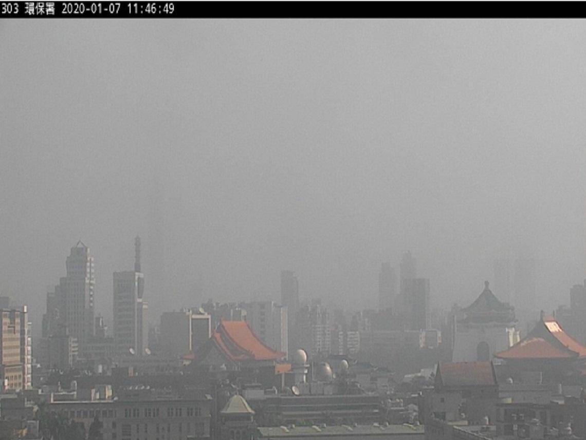 中部以南亮橘燈宛如「霧城」 明氣溫驟降恐下探12度