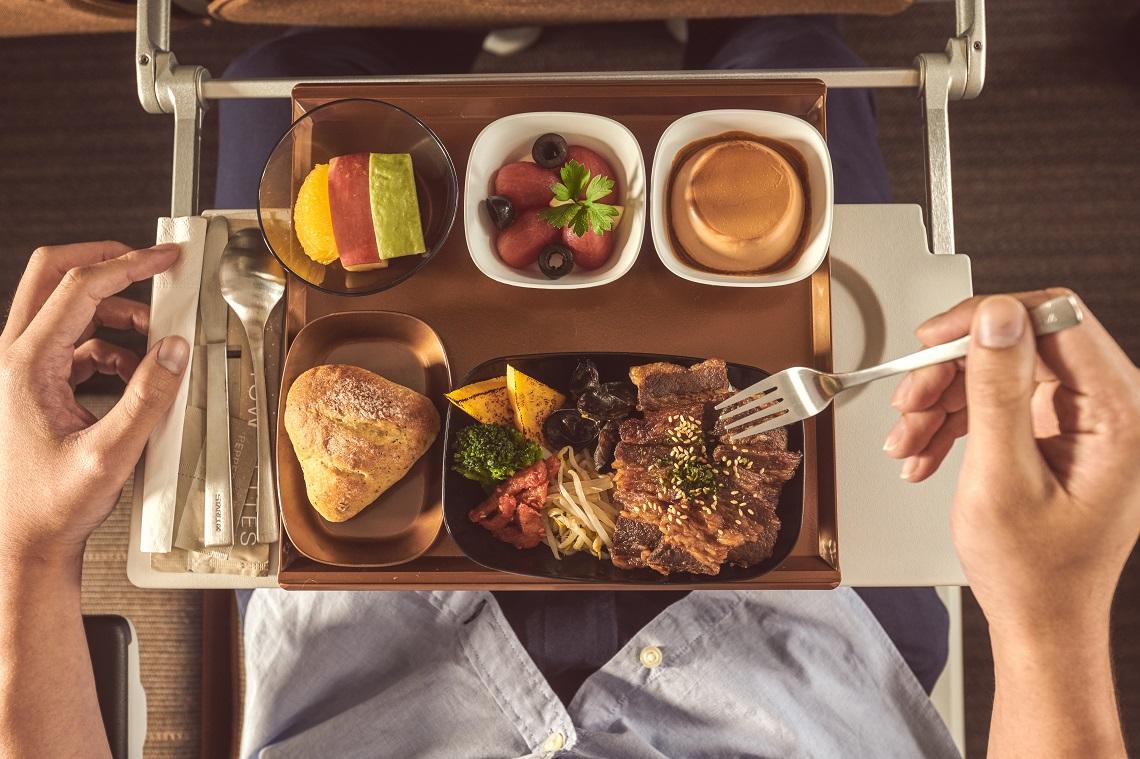 星宇把米其林搬上飛機!星級主廚打造頂級空中餐酒館 經濟艙吃得到「胡同燒肉」