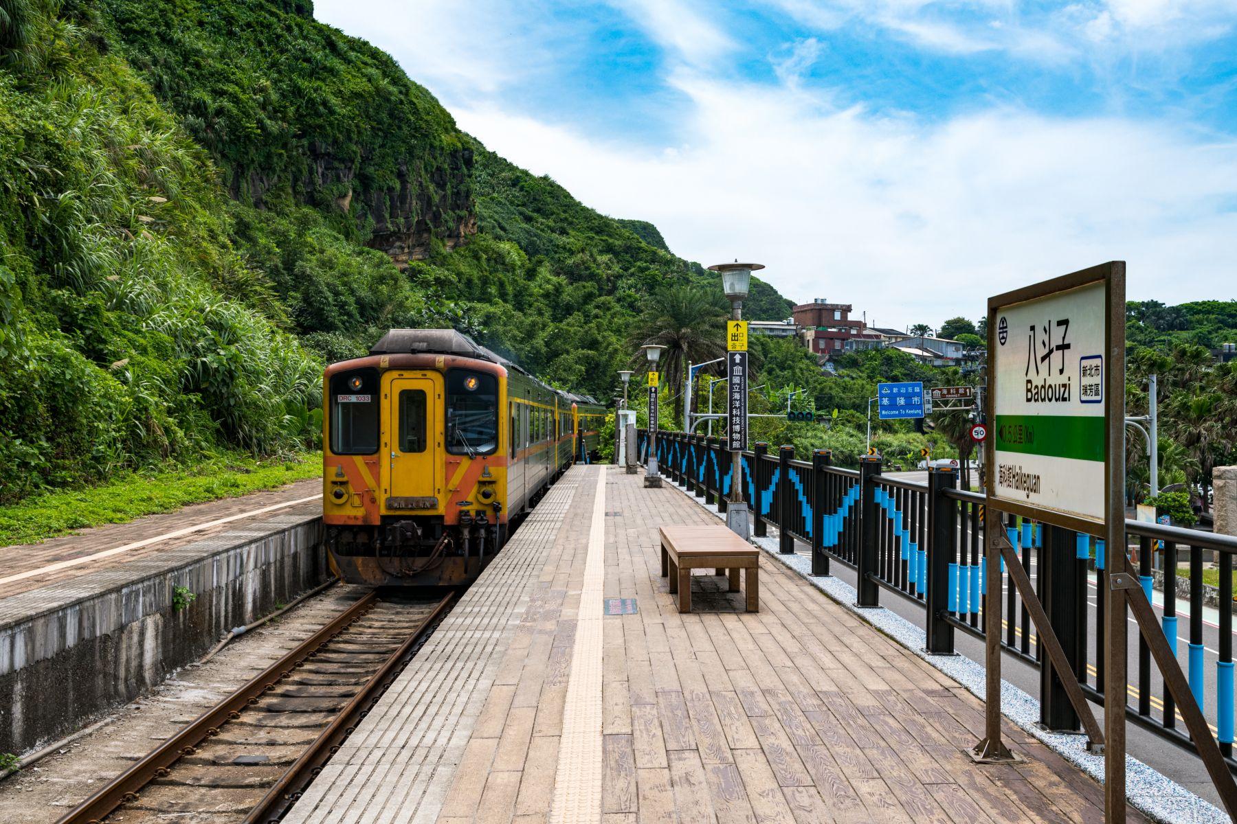 全台灣最美的濱海支線 八斗子車站