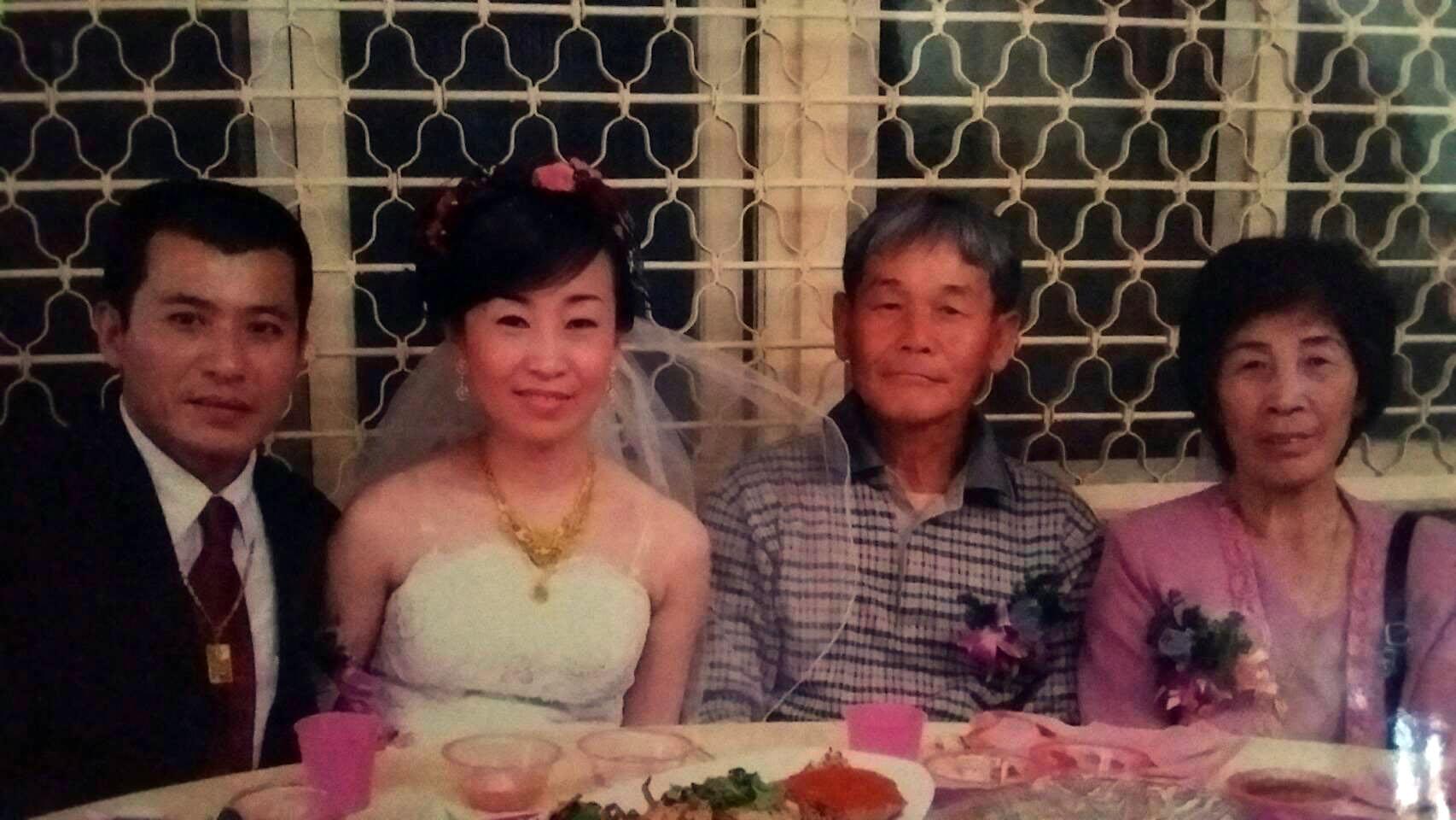 梁忠平與岳父、岳母合照