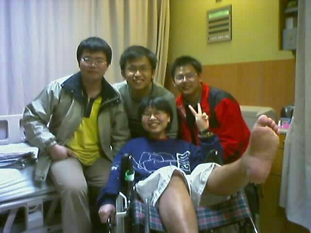 黃楚茵住院期間膝蓋開刀,腳無法彎曲