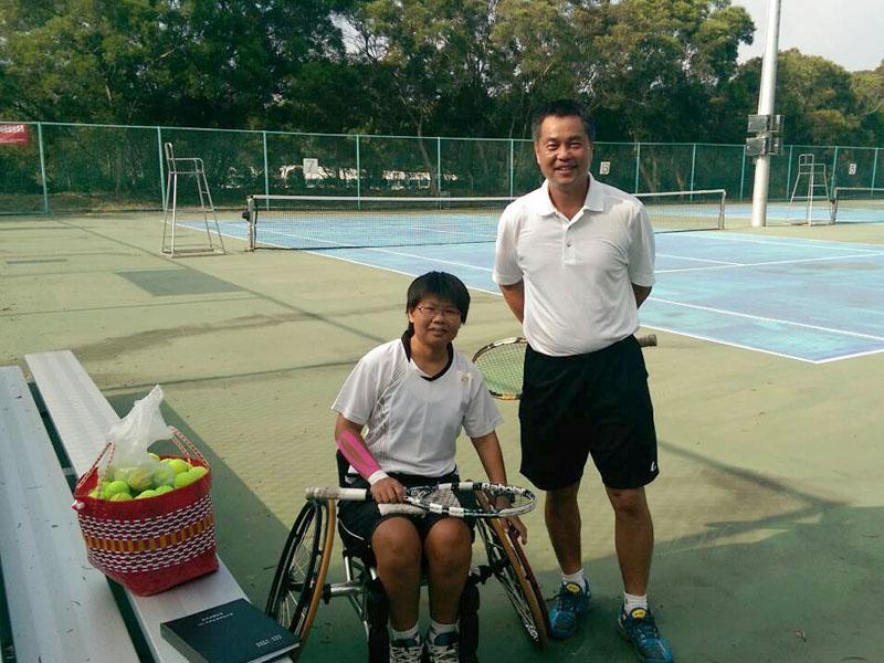 大葉大學賴永僚教練,10年來無償指導黃楚茵輪椅網球