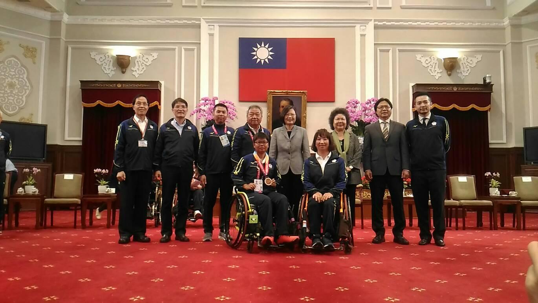 蔡英文總統接見印尼亞洲帕拉運動會代表團,黃楚茵奪得Quad組雙打銅牌