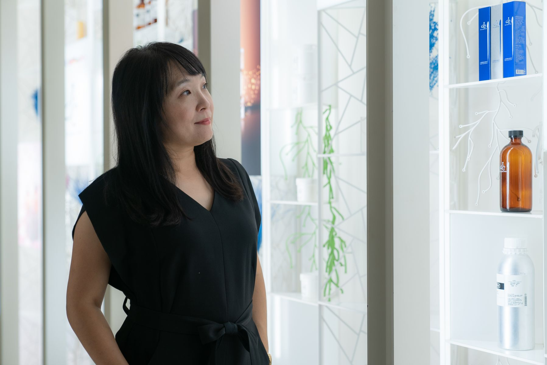 第一化粧品副總經理黃國芬,積極推廣生活用品及保養品DIY,成功地幫第一化工擴展客群。