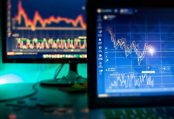 銀行股下跌 週五美股道瓊收低122點