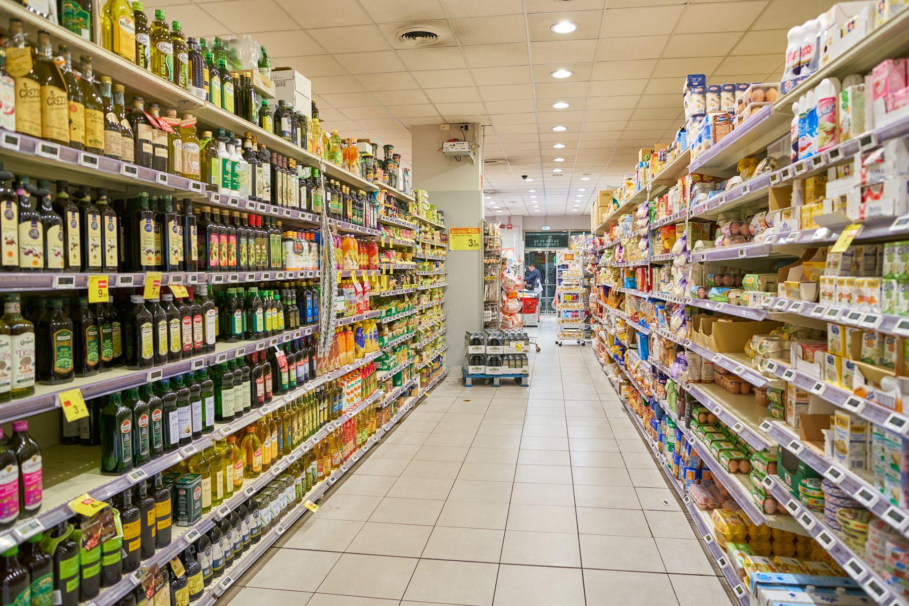 超商店員月薪正職跟工讀差不多 網友嘆:負責任卻沒價值