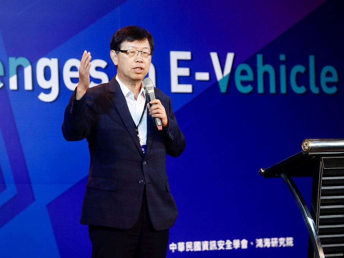 劉揚偉:鴻海買旺宏六吋廠,可望解決電動車三大問題