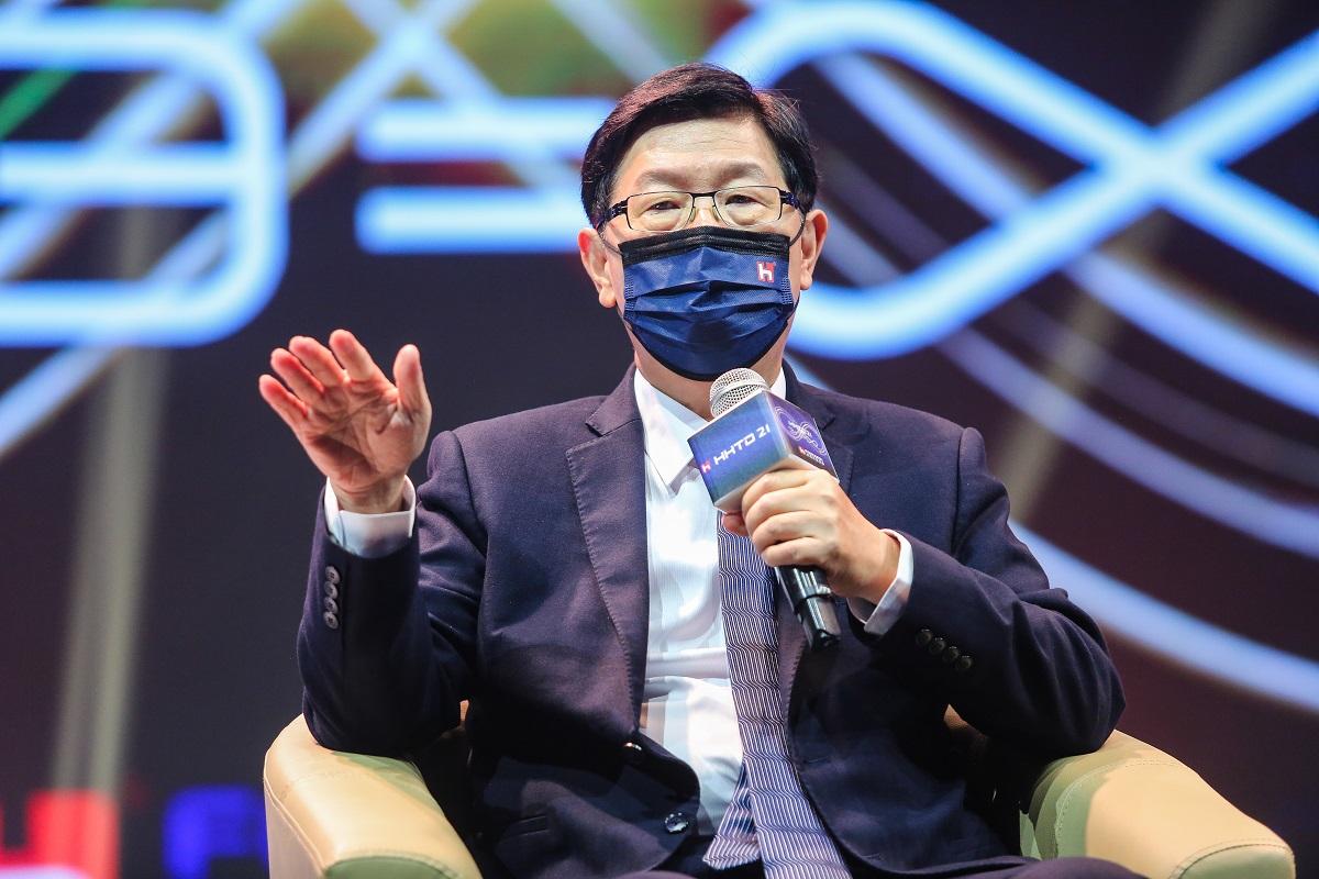 「前陣子大車廠CEO打電話給我說,你們是對的!」 鴻海劉揚偉:全球電動車市場上看17兆台幣 將提前至2024年起飛