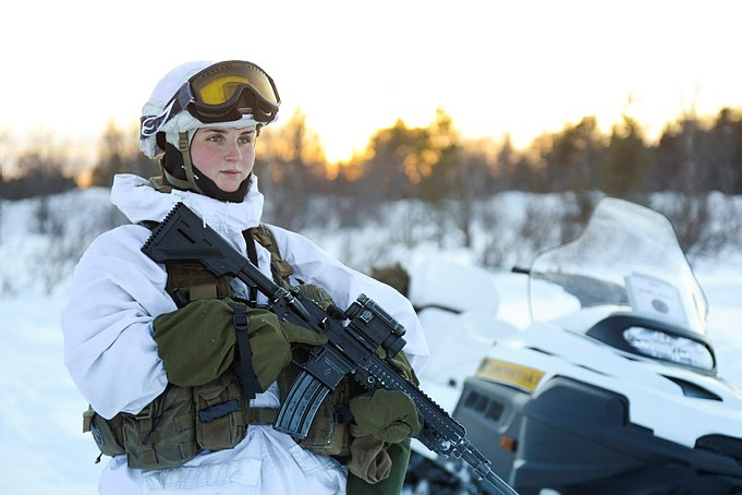 若台灣有難 女性願意當兵保衛國家? 下任荷蘭女王滿17歲就「接兵單」 為何北歐、東歐女性從軍蔚為風潮